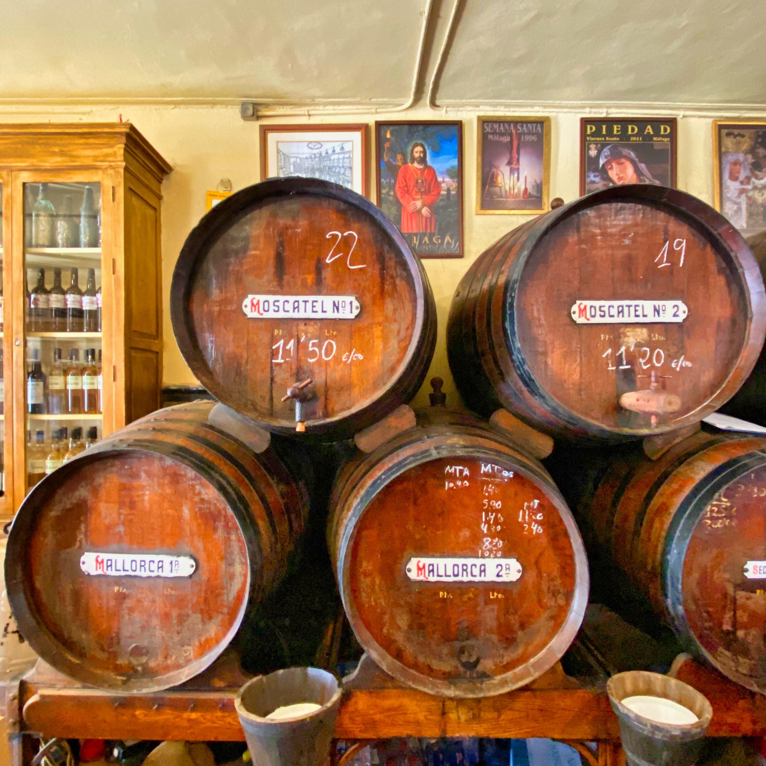 Fässer in Antigua Casa de Guardia